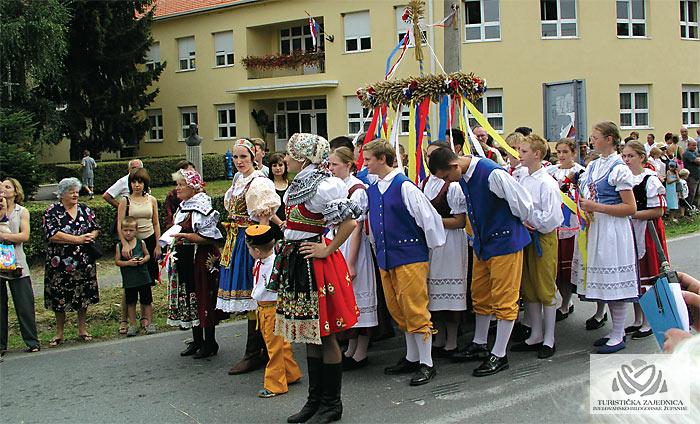 Dožínky - Czech harvest festivities, Končanica